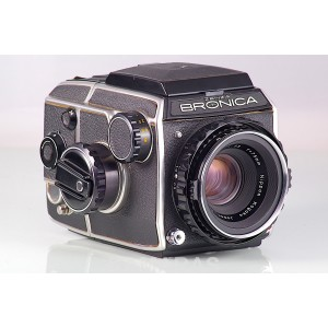 Bronica EC + Chasis 6x6 + Nikkor-P 75mm f/2.8 + WLF