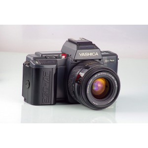 Yashica 230-AF + 3.3-4.5/35-70mm
